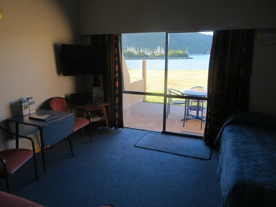 Bay Vista Waterfront Motel: unit 2, lounge area