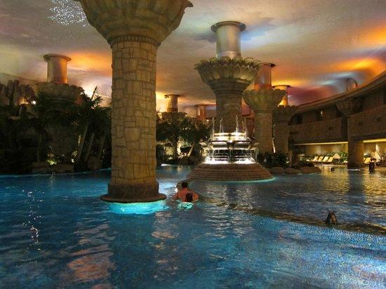Indoor pool picture of grand hyatt beijing beijing tripadvisor for Grand hyatt beijing swimming pool