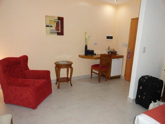 Gran Hotel La Paz Spa: Cómodos sillones y escritorio