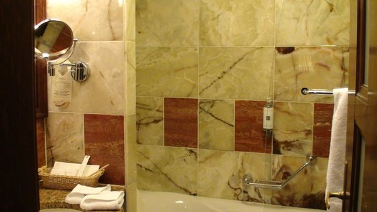Art Deco Hotel Imperial: Bathroom