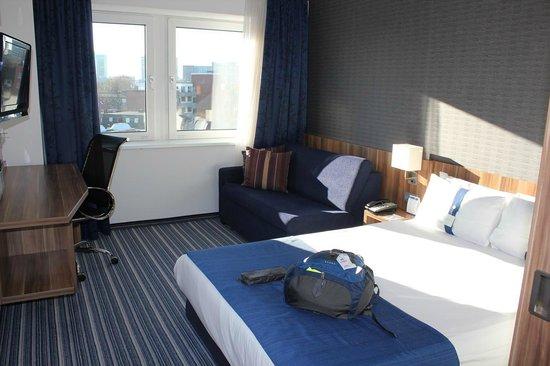 Holiday Inn Express Hamburg City Centre: 枕がソフト、ハードと二種類ある