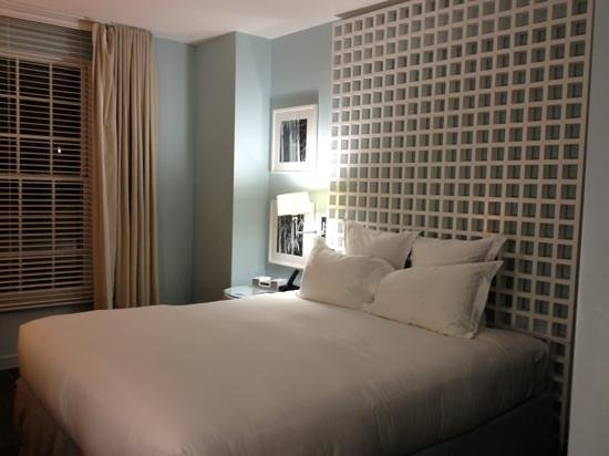 Kimpton Lorien Hotel & Spa: kingsize bed