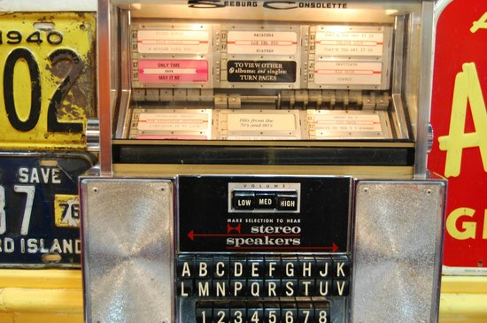 Wimpys Diner: Old style juke boxes (don't think they work, but love the touches like this)
