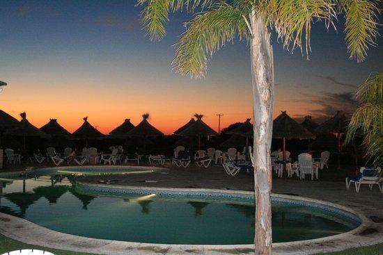 Howard Johnson Hotel Resort Villa de Merlo: Piscina a la tarde