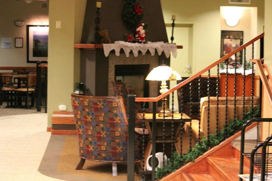 Arcata/Eureka Holiday Inn Express: ホテル内のラウンジ