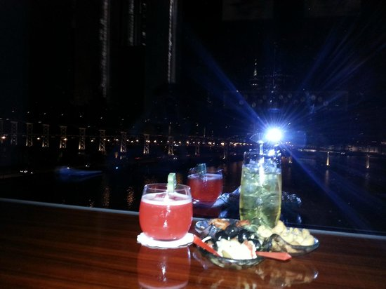 Mandarin Oriental Macau: Brillant bar, great view