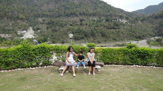 Corbett Heaven Resort : the lawn