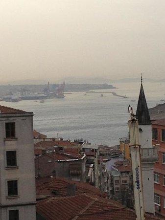 Taksim Metropark Hotel: Ausblick aus dem Fenster im 1. Stockwerk
