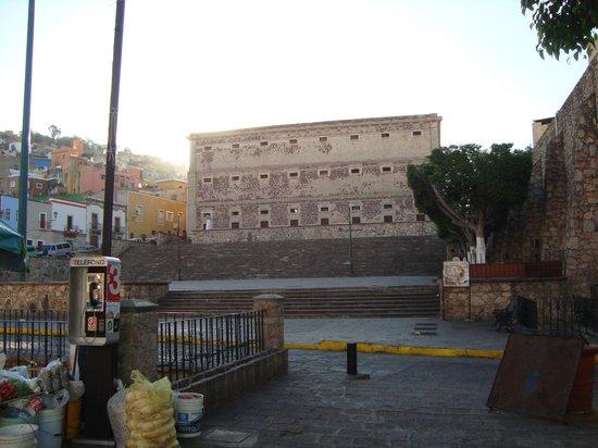 La Casa De Sancho : ALHONDIGAS, FRENTE AL HOTEL¡¡¡¡¡