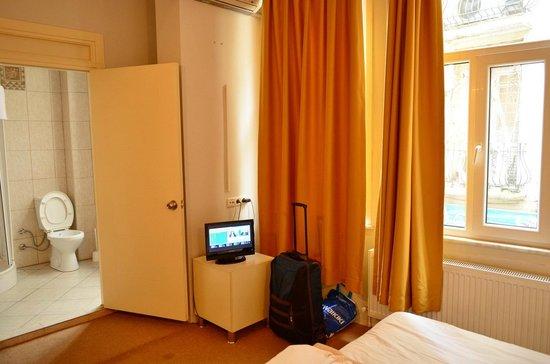 Budak Residence: Small TV.