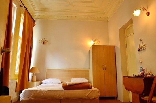 Budak Residence: I've to pin those 2 curtains.