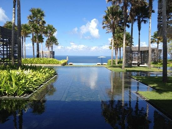 Alila Villas Uluwatu: View of The Alila Villa
