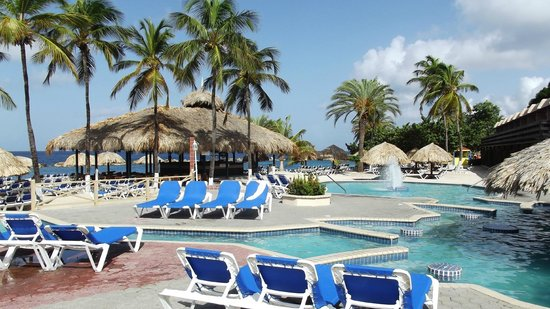 Sunscape Curacao Resort Spa & Casino: Poolside