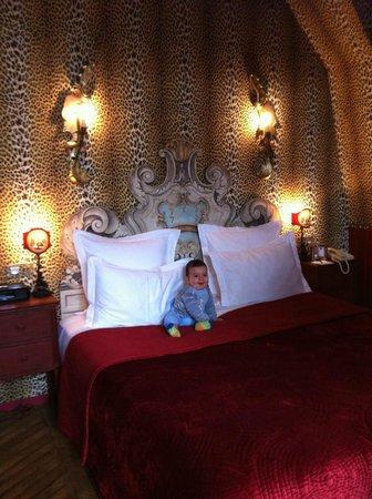 Saint James Paris - Relais et Chateaux: Our little baby enjoying his bed
