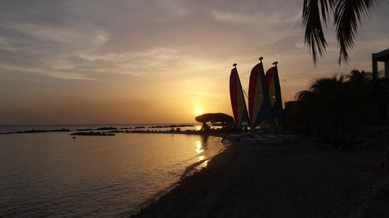 Sunscape Curacao Resort Spa & Casino: Sunset on the beach