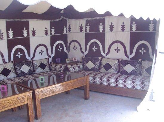 Riad Berenssi : la tente berbère sur la terrasse !