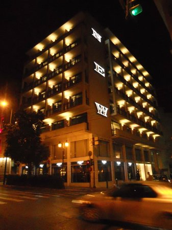 New Hotel: vista notturna