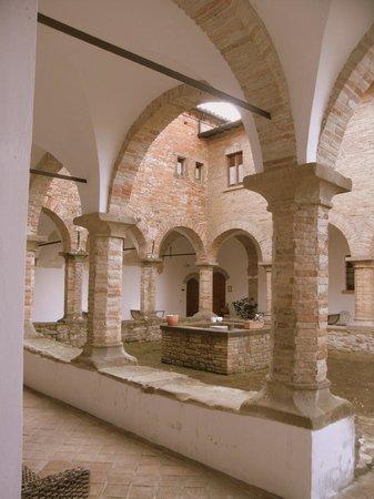 Residenza d'Epoca San Girolamo: Cloister at monastery