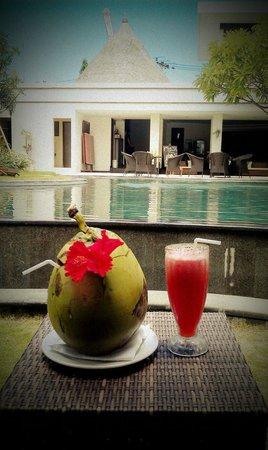 โรงแรมวิลล่า ไดอาน่า บาหลี: fresh coconut