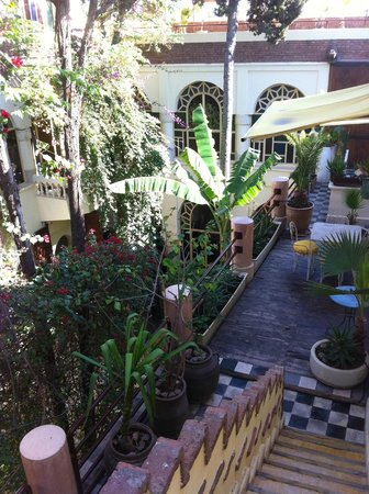 Riad Malika: inner garden view from our door