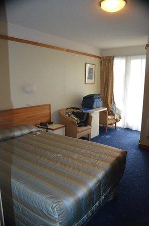 Kingsgate Hotel Greymouth : Sleeping area facing patio door