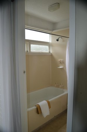 Kingsgate Hotel Greymouth: Bathroom Shower