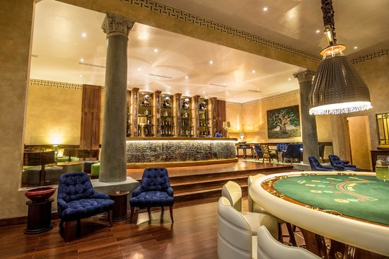 Lion in the Sun Resort: Mayfair Casino bar