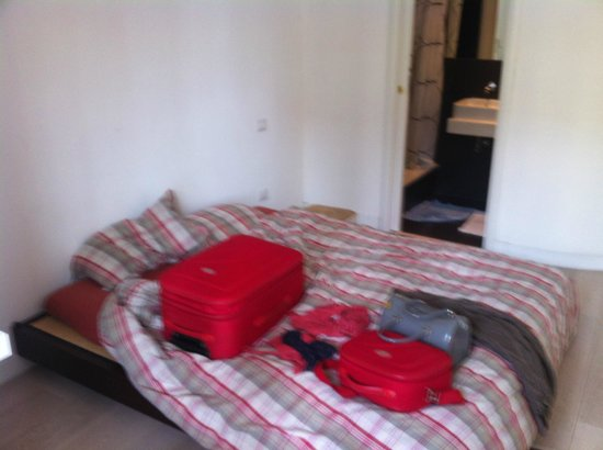 """Center 2 Rooms B&b: camera con bagno (doccia), e """"letto giapponese"""""""