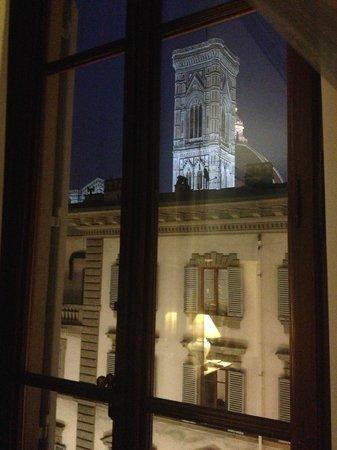 Al Duomo: Vista notturna campanile di Giotto dalla camera n° 3