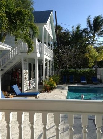 The Conch House Heritage Inn: Marquesa is the top room overlooking the pool.