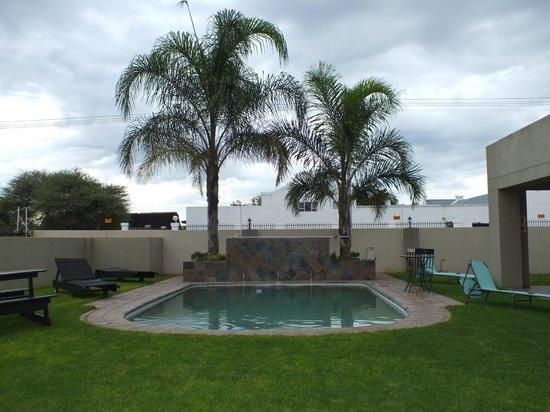 Hadassa Guest House: Pool Area