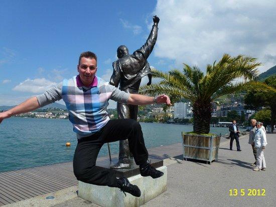 Freddie Mercury Memorial: BEAUTIFUL VIEW ON FREDDY MERCURY STATUE LOCATED IN MONTREUX, SWITZERLAND.