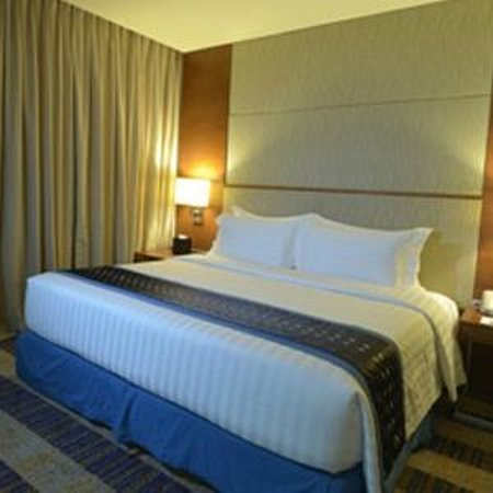BEST WESTERN Plus Lex Cebu: Business Class Room with King size bed