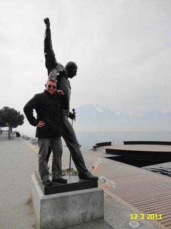 Freddie Mercury Memorial: AWESOME STATUE OF FREDDY MERCURY IN MONTREUX, SWITZERLAND.