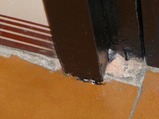 expo hotel valencia con la puerta cerrada como estn las juntas del suelo