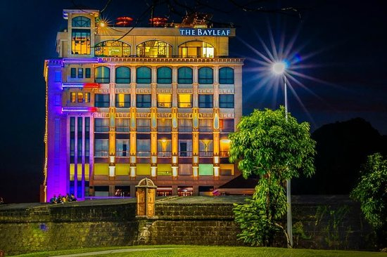 The Bayleaf Intramuros: The hotel at night