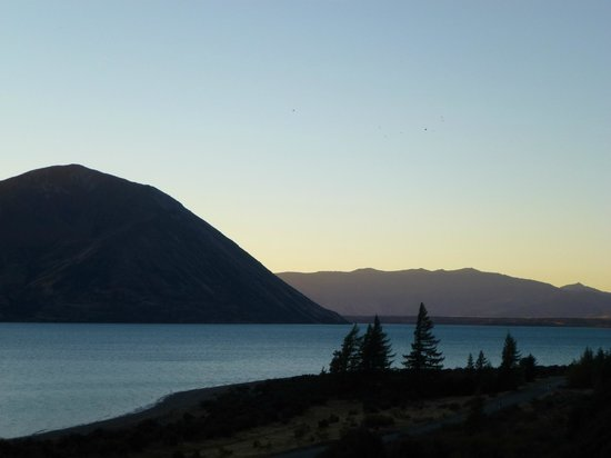 ‪‪Lake Ohau Lodge‬: Ben Ohau and the lake, seen from the lodge.‬