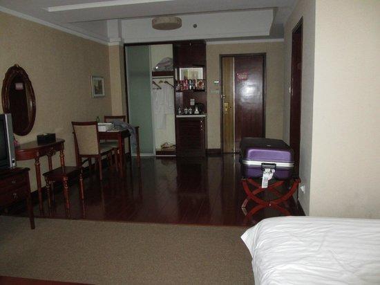 Margaret Center Hotel: Salon chambre
