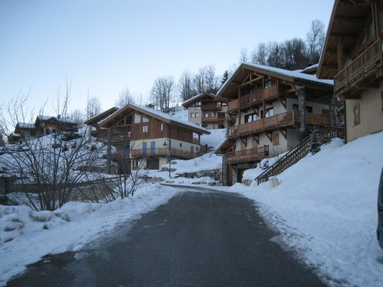 seventy3chalets : Walking back from the Lobster Pots lift