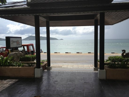 Sunset Beach Resort: View from Hotel Entrance