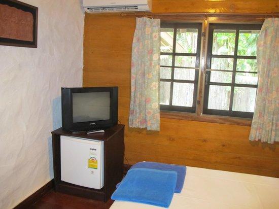 Naithon Beach Resort: room