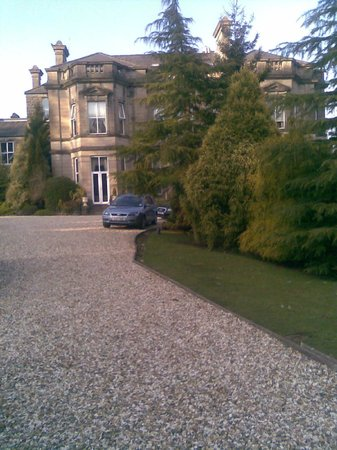 Tre-Ysgawen Hall, Country House Hotel and Spa: Arrival