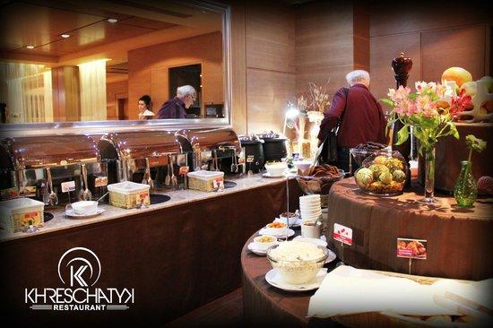 Khreschatyk Hotel: Buffet