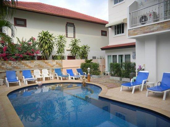 Nc-Residence-Hotel: Piscine