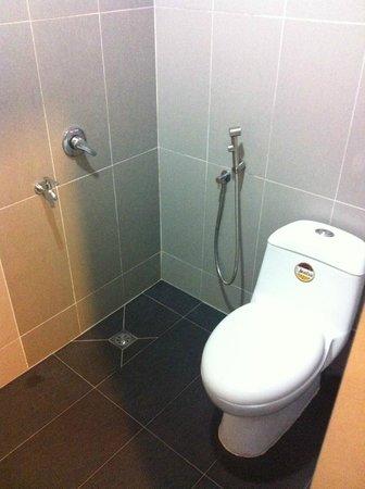 Pok Eng Tin Hotel: New bathroom