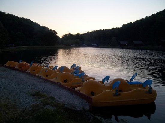 Lake picture of mohican adventures campground cabins for Camp gioia ohio cabine