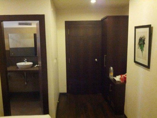 Relax Inn: Room 105