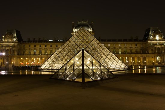 Photo Tours In Paris: The Louvre Entrance