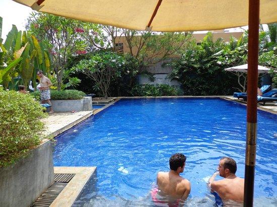 Frangipani Villa Hotel, Siem Reap: Pool area