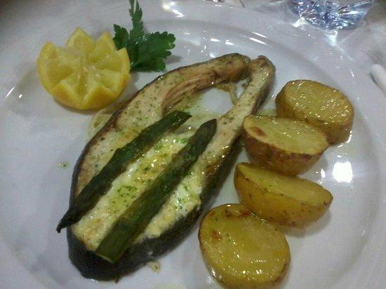 Hotel Oros: Salmón al horno con allioli